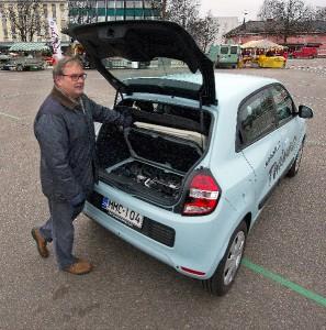 Twingon moottori löytyy takaluukusta paneelien alta. Jouko Tuominen pitää sijaintia varsin mielenkiintoisena.