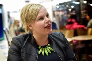 """Keskustan varapuheenjohtaja Annika Saarikko on """"aika tyytyväinen"""" uusimpaan sote-esitykseen."""