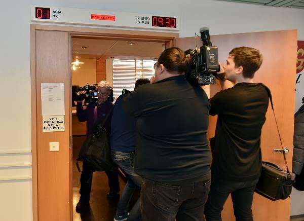 Media on seurannut tarkkaan myrkkymurhasta epäillyn miehen oikeudenkäyntejä Salossa.