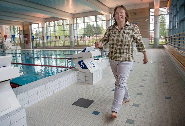 Elina Mettovaaralle Someron uimahalli on tuttu paikka. Hän muun muassa voitti siellä tämän kevään Ui kesäksi kuntoon -kampanjan naisten uintisarjan.