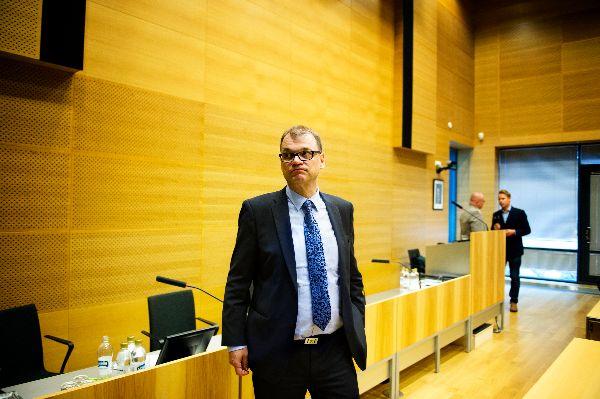 Pääministeri Juha Sipilä kertoi salolaisille kokemuksia Oulusta, josta Microsoft lopetti tuotekehitysyksikkönsä viime vuonna.