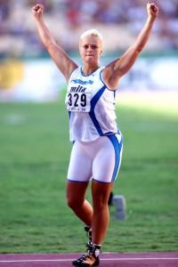 Taina Uppa (sittemmin Kolkkala) selvitti 16 vuotta sitten MM-Sevillassa tiensä finaaliin, jossa sijoitukseksi tuli kymmenes. Siinä on hyvä tavoite Sanni Utriaiselle Pekingiin... Kuva: Lehtikuva/Markku Ulander