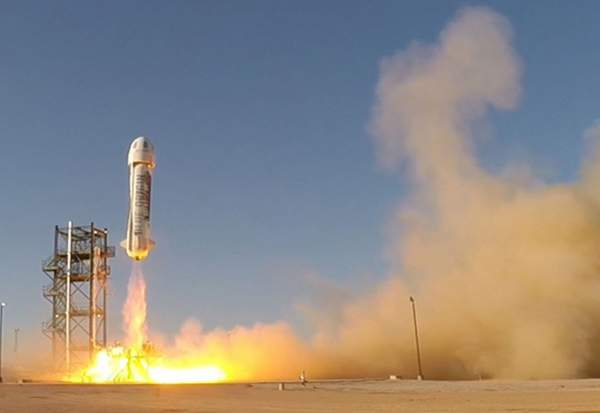 Ensimmäinen pystysuoraan laukaistu ja pystysuoraan maan pinnalle palautunut avaruusraketti: Blue Originin New Shepard.
