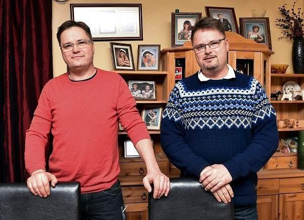 Veli-Pekka ja Veli-Matti Toivonen eivät ole tehneet jäyniä kaksosuutensa perusteella. - Mutta jos joku luulee toista toiseksi, emme ole sitä korjanneetkaan, Pekka virnistää.