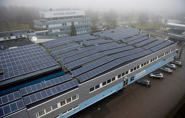 Astrum-keskuksen katolla on 1 344 aurinkopaneelia. Salon lukion viereen rakennettavasta aurinkovoimalasta tulee tätä useita kertoja suurempi.