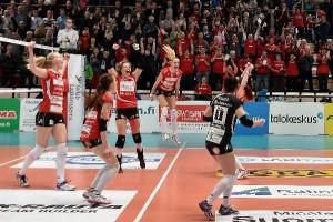 Tähän on Salossa ja myös koko Varsinais-Suomessa totuttu: LP Viesti juhlii ensin keväällä naisten Suomen mestaruutta ja vuodenvaihteen tienoilla parhaan joukkueen titteliä.