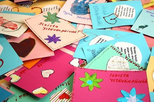 Lasten tekemistä korteista välittyy aitous.