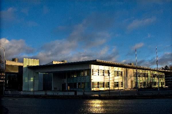 Salon kaupungintalon rakentanut NCC Rakennus Oy korjaa talon alakerran lattian omalla kustannuksellaan.