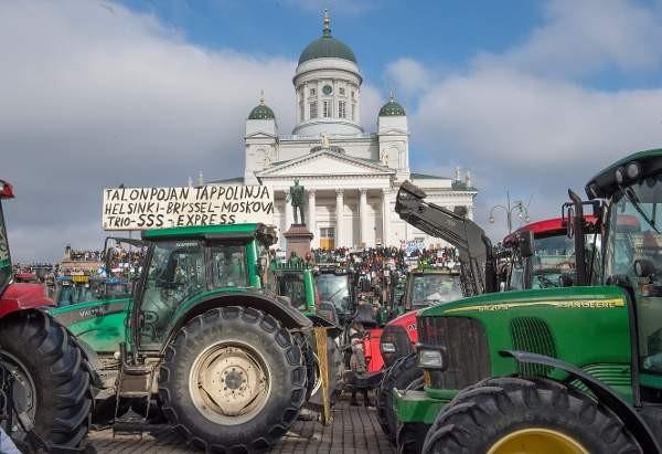 Viljelijät haluavat hallitukselta ja eduskunnalta toimia maatilojen talouden parantamiseksi.