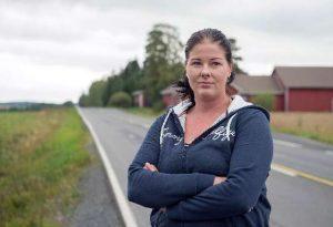 Alisa Heinonen on vihainen Touretten oireyhtymää sairastavan poikansa puolesta.