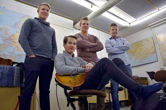 Muurlasta tuleva 6G on yhtä kuin basisti Tino Nieminen (vas.), kitaristi Aleksi Lehtinen, rumpali Jere Nieminen ja laulaja Matias Haikonen. Kuva on vuodelta 2015. SSS/Veli-Matti Henttonen