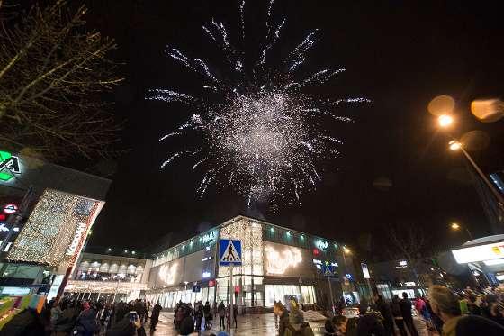 Ilotulitus kuuluu perinteisesti Salon Plazan joulun avaukseen. Kuva: SSS/Marko Mattila