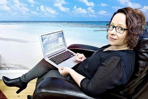 Katja Pellikka halusi luoda sivuston, joka säilyttää muistot edesmenneistä rakkaista. Kuvat: Marttiina Sairanen.