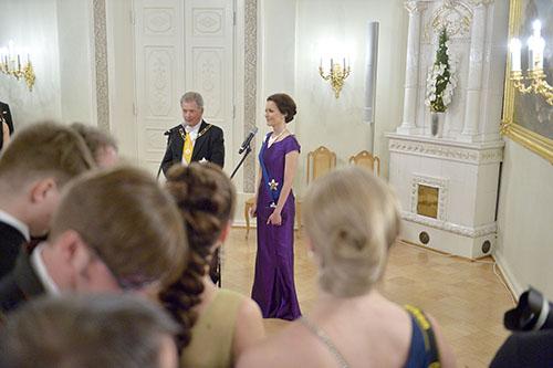 Presidentti Sauli Niinistö ja rouva Jenni Haukio tapasivat toimittajia ja kuvaajia ennen Linnan juhlien aloitusta.