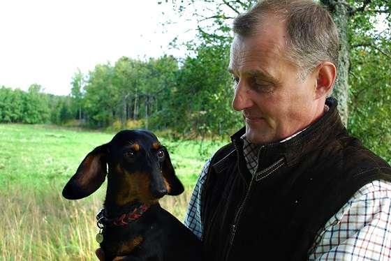 Martin Hägglund ja Nipsu-koira kuvattuna neljä vuotta sitten. Kuva: SSS-arkisto/Kirsi-Maarit Venetpalo