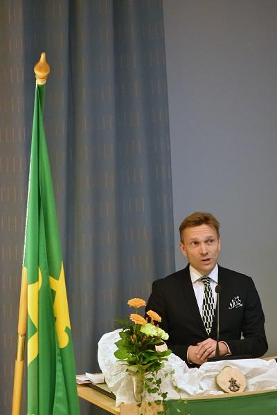 Suunnistusliiton puheenjohtaja ja kenties tuleva Olympiakomitean puheenjohtaja Timo Ritakallio piti Angelniemen Ankkurin 70-vuotisjuhlapuheen.