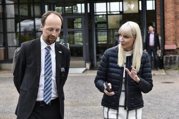 Jussi Halla-ahon ja Laura Huhtasaaren perussuomalaiset lisäsi kannatustaan tuoreessa gallupissa.