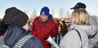 Vasemmistoliiton puheenjohtaja Paavo Arhinmäen mukaan Suomi korjataan elvyttämällä. Arhinmäki kävi Salossa lauantaina puolueen vaalitilaisuudessa Citymarketin pihalla.