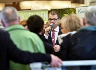 Juha Sipilä kiinnosti runsasta yleisöä.