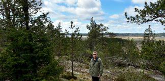 Mikko Lindbergin mailla Hevonpäässä kirmaavat Louna-Jukolan suunnistajat. Noin 40 metrin korkeudessa kallion kukkulalta on myös hyvät näkymät Paimionlahdelle saakka.
