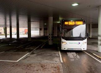 Salon linja-autoasemalla kävi perjantaina vain muutama Pohjolan liikenteen auto.