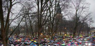 Joulurauha julistettiin kaatosateessa vuonna 2013. Kuva: TS/Jonny Holmén.
