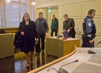 Murhasta epäilty mies vangittiin viime lokakuussa Salossa. Kuvassa etualalla miehen oikeusavustajana tuolloin toiminut varatuomari Kerttu Niemi.