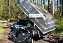 Koululaiset keräsivät Taalintehtaan rannalta peräkärryllisen roskaa.