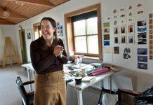 Brittiläinen kuvataiteilija Julie Ann Sheridan työskentelee Sokerikulmalla Revonhännän residenssissä. Hän tutkii alueen kiviä ja tekee niistä luonnoksia sekä maalauksia.