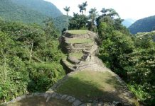 Retken kruunaa tunnettu maisema: kadonneen kaupungin tasanteet viidakon ympäröiminä.