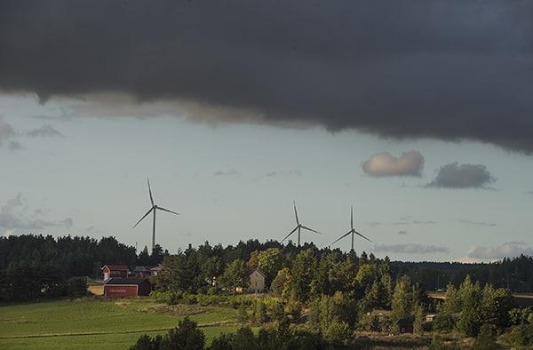 Melu mittariin. Märynummen tuulivoimaloiden aiheuttamaa melua mitataan Salossa ensi talven aikana. Melua mitataan kolmessa kiinteistössä sekä sisällä että ulkona. Märynummen kolmen tuulivoimalan aiheuttamasta häiriöstä on puhuttu alueella voimaloiden valmistumisesta asti. Edellinen Salon rakennus- ja ympäristölautakunta torjui asukkaiden vaatimuksen melumittauksista vuonna 2015. Kuva: Minna Määttänen, Salon Seudun Sanomat.