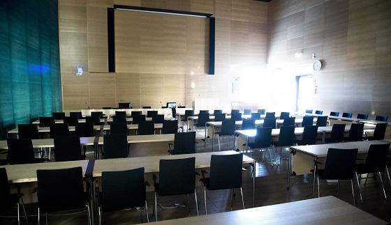 Esteetön kuuloympäristö löytyy esimerkiksi Salon valtuustosalista. Kuva: SSS-arkisto/Marko Mattila