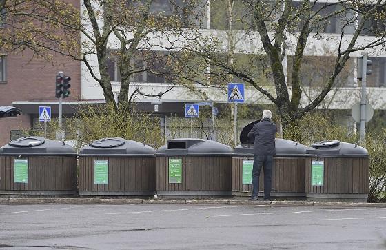 Minne kodin roskapussi kulkee? Muun muassa tähän löytyy vastaus Lounais-Suomen Jätehuollon koululaisille tarkoitetuilta kiertoajeluilta. Kuva: SSS-arkisto/Minna Määttänen
