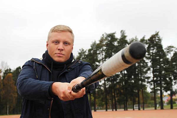 Super-pesistä. Loimaalla kasvanut Miikka Riikonen tunnetaan kovana lyöjänä. Viime kaudella hän oli 54 juoksulla Ykköspesiksen kotiuttajatilaston kolmonen. Hieno kausi Pöytyän Urheiljoissa huipentui pelaajasopimukseen Superpesis-joukkue Kankaanpään Mailan kanssa. Talvella mies opiskelee Turussa, mutta kesällä hän keskittyy täysillä pesäpalloon. Kuva: Kiti Salonen, Loimaan Lehti.