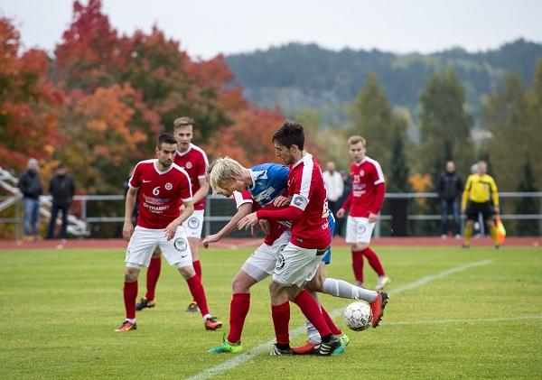 SalPan kärkipelaaja Jaakko Oksanen yritti TPV:n puolustuksen puristuksessa kaikkensa.