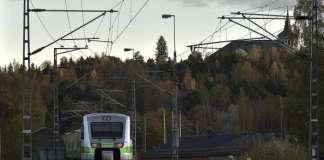 Juna saapuu Salon asemalla. (Arkistokuva)