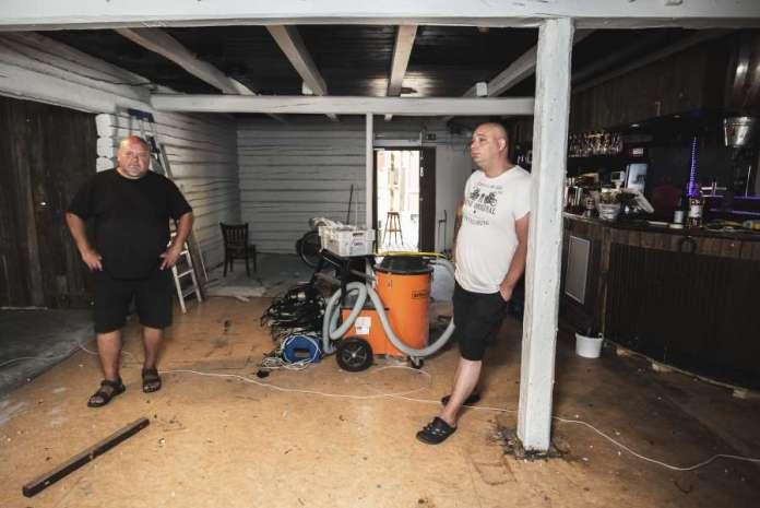 Ravintolayrittäjä Matti Korhonen ja ravintolapäällikko Mikko Kotaniemi toivovat Maran baarin voivan avata ovensa lähiviikkoina.